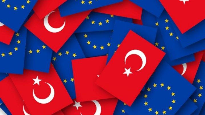 Турция: пограничники пропустили на территорию ЕС более 75 тысяч мигрантов