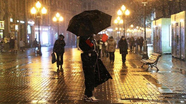 Зимние сугробы в марте: в Москве за сутки выпало 30% месячной нормы осадков