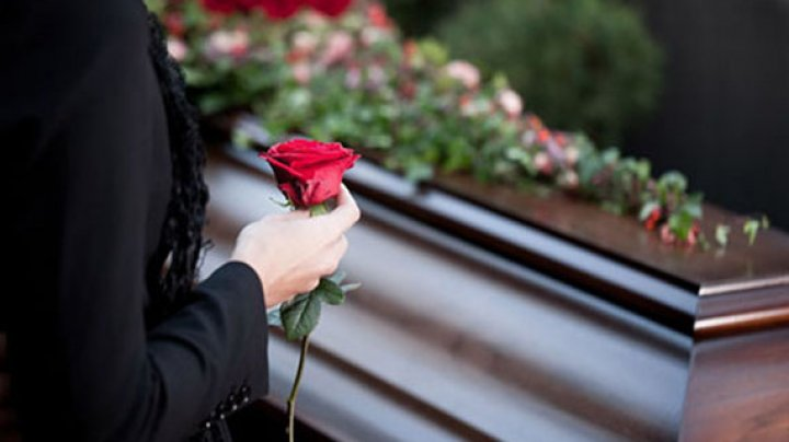 В Индии девушка обратилась в полицию через неделю после своих похорон