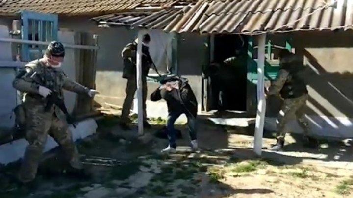 В Одесской области на границе задержали четырех молдаван с баяном