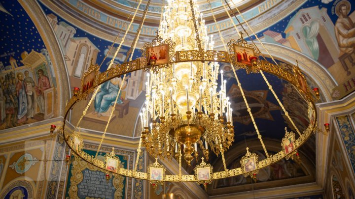 В Москве воры выкинули чудотворную икону, забрав золото