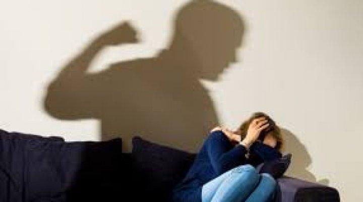 В Одессе молодой человек избил и ограбил девушку после прогулки
