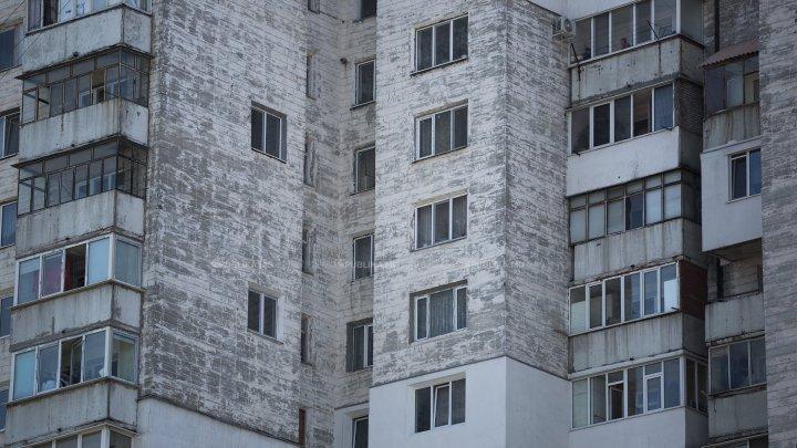 В Кишиневе в результате падения с высоты погиб 32-летний мужчина