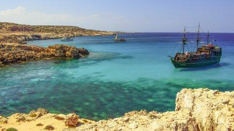 Власти Кипра опубликовали правила для вакцинированных от коронавируса пассажиров