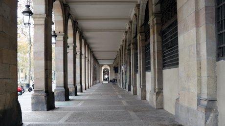 В общественном транспорте Барселоны просят молчать для борьбы с коронавирусом