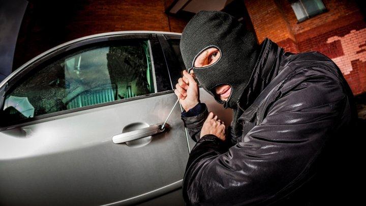 Угонщики назвали самые слабые места в защищенных машинах