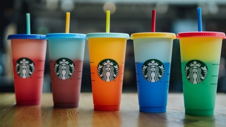 Покупают даже использованные: пандемия спровоцировала рост цен на фирменные стаканы Starbucks