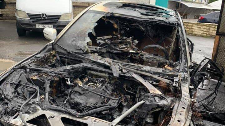 """""""Машина новая, что с ней могло произойти"""": в столице сгорел BMW 730 (ФОТО)"""