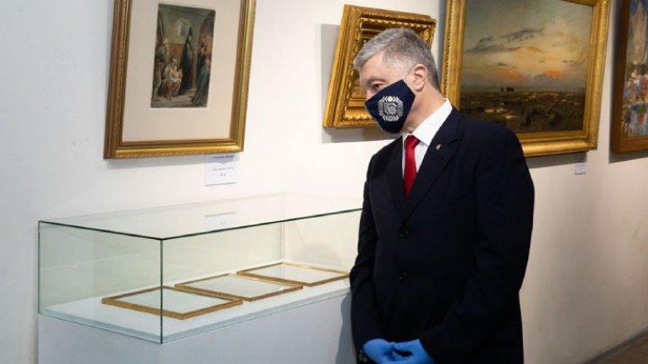 Порошенко прогулял допрос в госбюро Украины и отправился на свою выставку картин