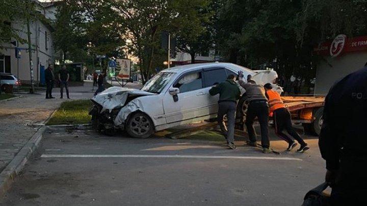 Машины вдребезги: две легковушки столкнулись в Унгенах из-за водителя, не уступившего дорогу