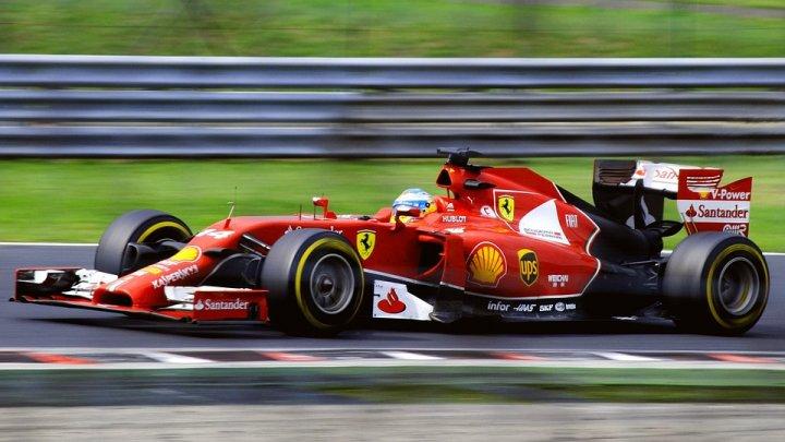 """Власти Великобритании разрешили провести две гонки """"Формулы-1"""" в Сильверстоуне"""