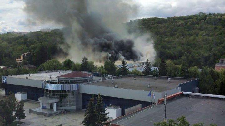 Пожар рядом с госпиталем по лечению больных коронавирусом на Moldexpo: дым заполонил всю территорию МВЦ (ФОТО, ВИДЕО)