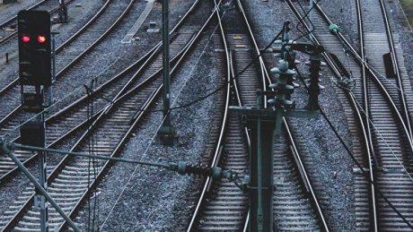 В Чадыр-Лунге поезд сбил 22-летнего парня: до больницы его не довезли