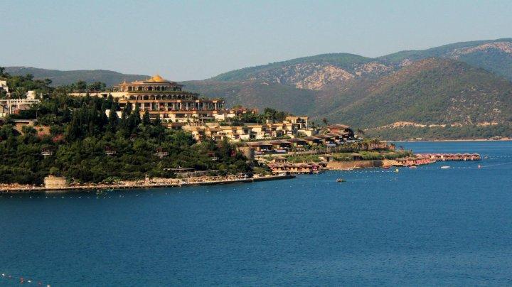 В Турции вновь открылись пляжи, рестораны, музеи и рынки