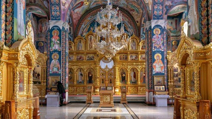 Православные отмечают праздник Воздвижения Креста Господня