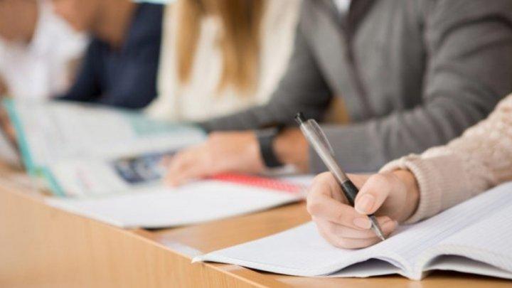 """""""Надеюсь хотя бы на шестерку"""": выпускники лицеев сдавали экзамен по профильному предмету"""