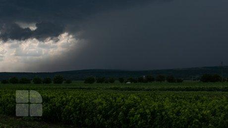 Штормовое предупреждение: в Молдове объявлен жёлтый уровень погодной опасности