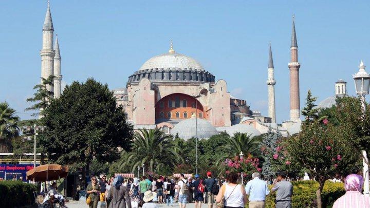 Турция будет требовать результаты тестов на COVID-19 до середины апреля