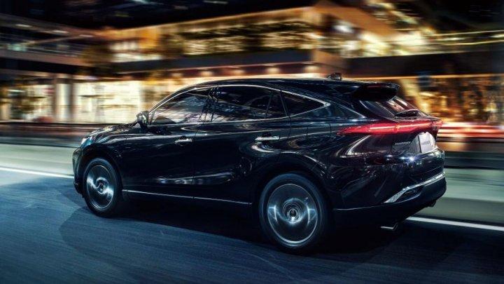 В Японии на полтора года растянулась очередь за новой Toyota