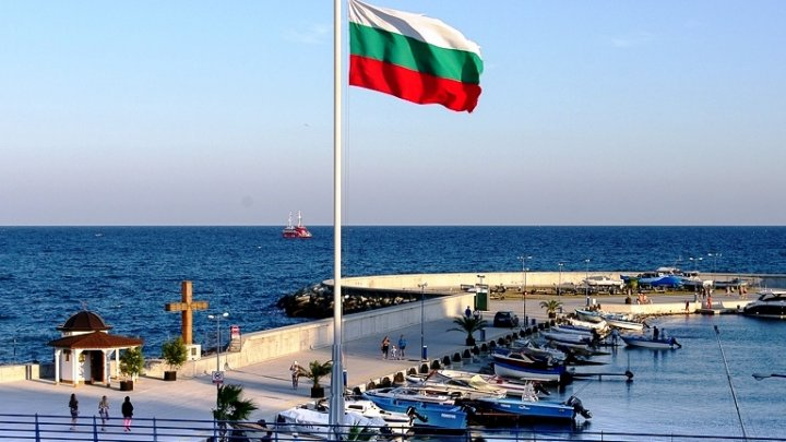 Болгария открыла границы для туристов: условия въезда