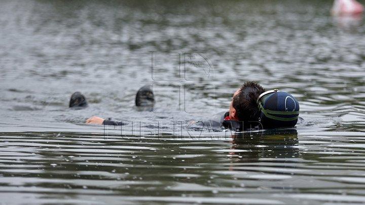 Словно канула в лету: спасатели продолжают поиски девочки, провалившейся под лед