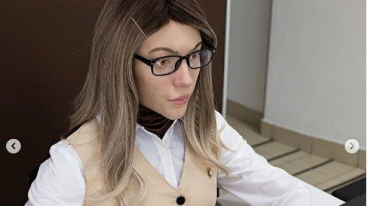 В российском городе на работу в центр госуслуг взяли девушку-робота (ФОТО)