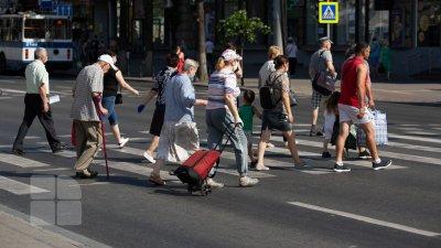 Молодежь уезжает из Молдовы. Эксперт: в совокупности за год в нашей стране исчезло население одного района