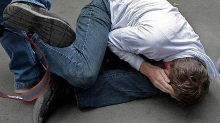 В реанимации за случайный удар мячом: в Рышканском районе подростки жестоко избили 19-летнего юношу