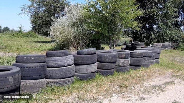 Шины везут грузовиками: незаконная свалка на реке Бык возле Бубуечь продолжает расти