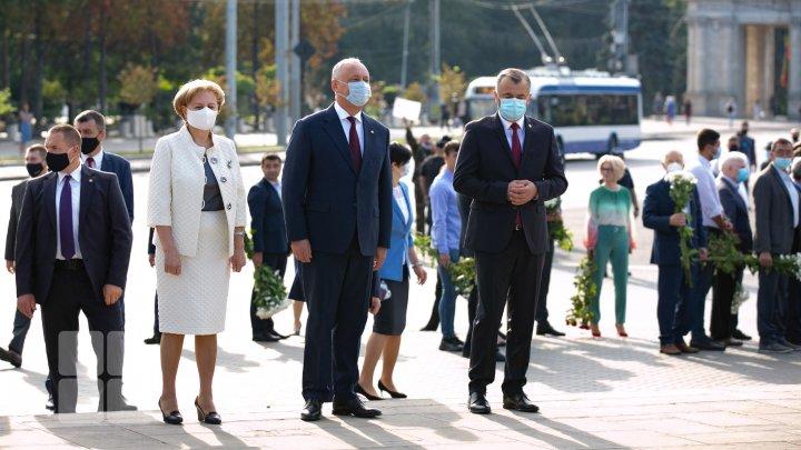 Церемония возложения цветов к памятнику Штефану чел Маре (ФОТОРЕПОРТАЖ)