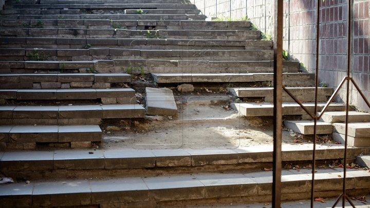 Ремонт со скоростью черепахи: журналисты застали в подземном переходе на Чеканах всего одного рабочего