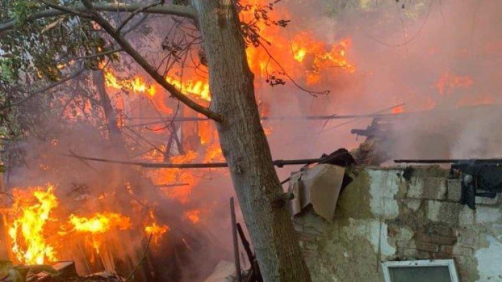 Тушили всей округой: подробности утреннего пожара на Чеканах