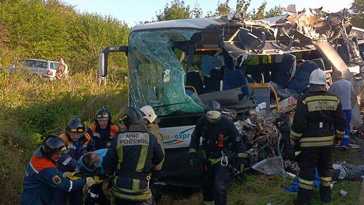 В Калининградской области шесть человек погибли при столкновении автобуса и грузовика