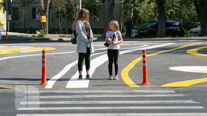 Только для пешеходов: на Ботанике сделали безопаснее прогулки в сквере у пересечения улицы Зелинского и бульвара Дачия