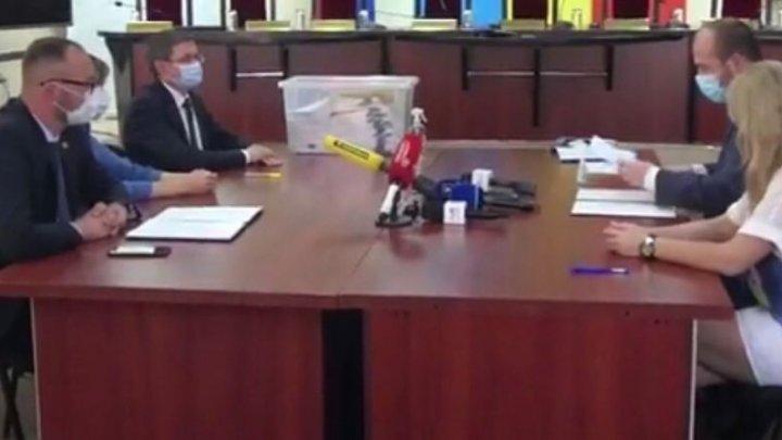 Майя Санду представила в ЦИК подписи в свою поддержку на выборах президента (ВИДЕО)