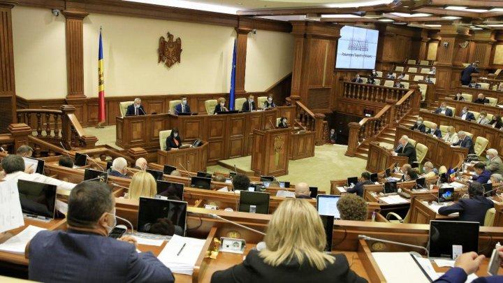 Парламент проголосовал: русскому предоставлен статус языка межнационального общения