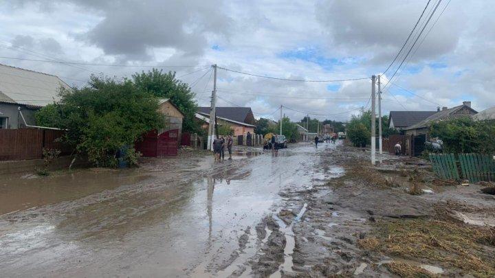 Подтопленные хозяйства и села без света: последствия дождя и действия спасателей по стране (ФОТО, ВИДЕО)