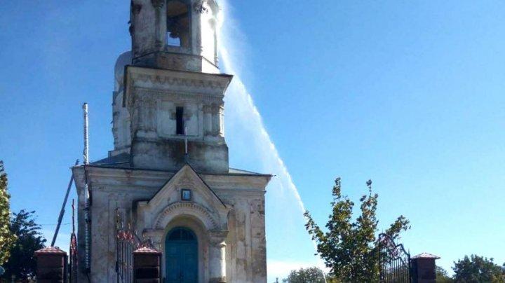 В Одесской области от удара молнии загорелся храм с вековой историей