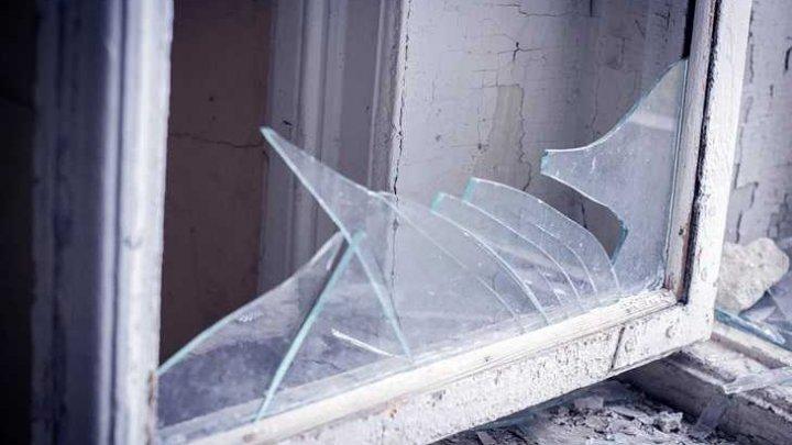 Россиянка выбросила из окна двух дочерей во время ссоры с мужем