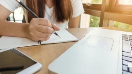 Сотни столичных школьников получат компьютеры для обучения на дистанционке