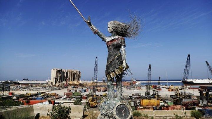 В Бейруте создали скульптуру из обломков, оставшихся после взрывов в порту