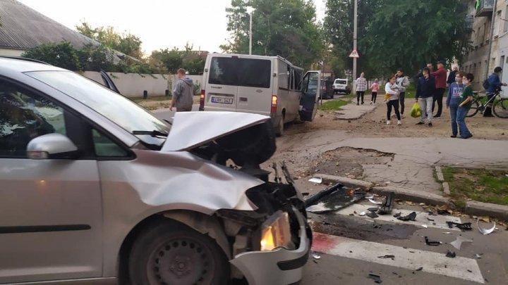 Очередная авария в столице: две легковушки сильно повреждены (ФОТО)