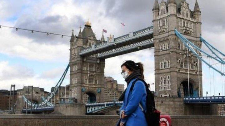 В Лондоне с субботы запретят ходить в гости и встречаться группами более шести человек