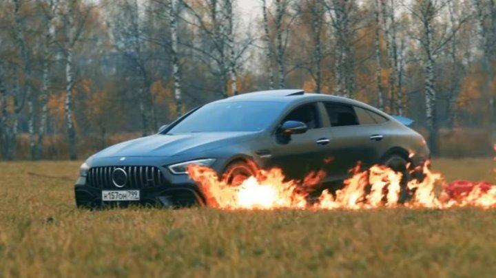 Блогер из России сжёг Mercedes за 13 миллионов рублей, устав его чинить