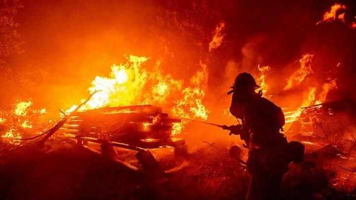 В новогоднюю ночь пять спецмашин тушили пожар на столичной улице Кантемира