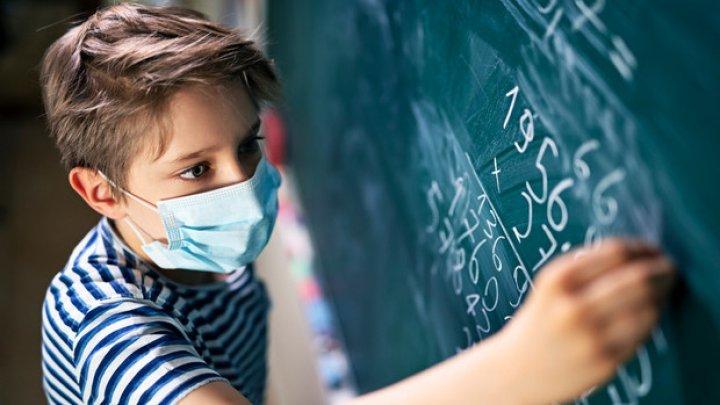 В мэрии Кишинёва предлагают вернуть учеников младших классов за парты