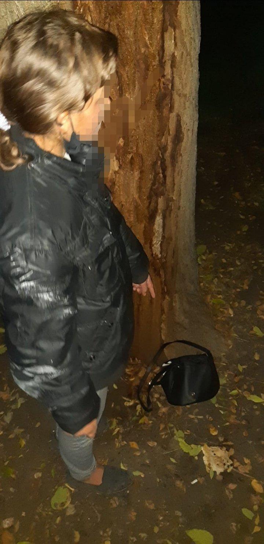 Выдала себя странным поведением: объявленная в розыск девушка задержана карабинерами