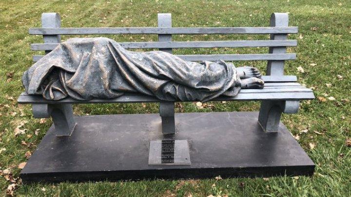 Американец принял статую за бездомного и вызвал полицию