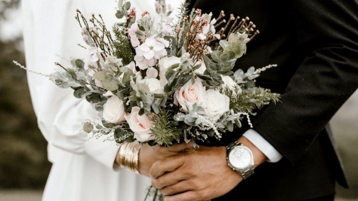 Власти Нью-Йорка запретили свадьбу из-за недопустимого числа гостей