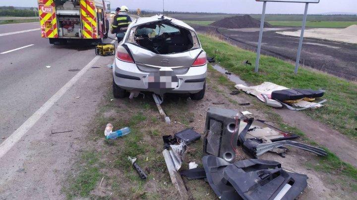 В Теленештском районе автомобиль врезался в парапет (ФОТО)